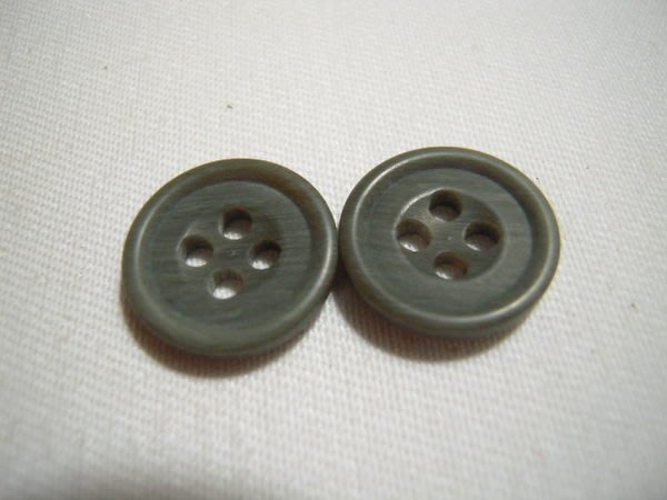 ※布箱子※ 縫紉拼布手作配件~扣子.鈕扣.釦子(DT210)~四孔~15mm~剩最後7個