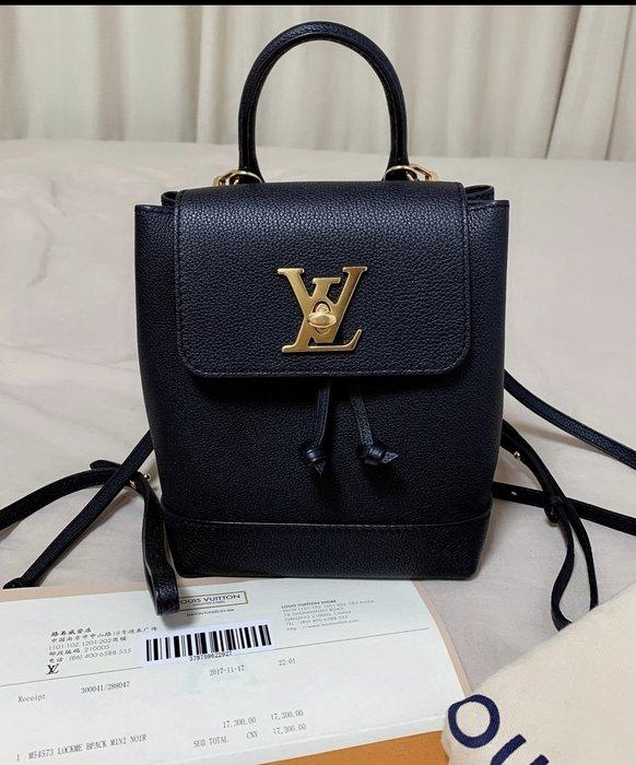 小巴黎二手名牌 LV M54573 LOCKME 後背包mini 小書包 黑金 荔枝 新款在售 可提 可斜背 後背