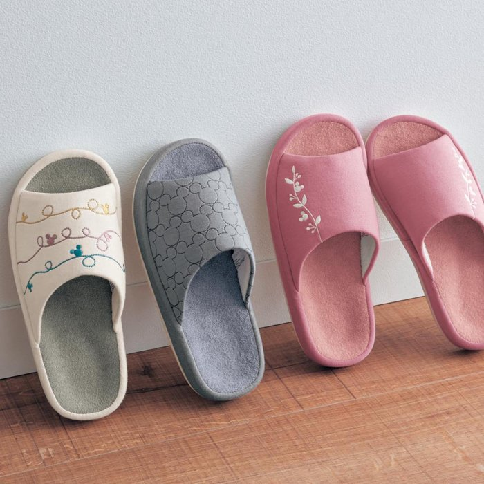 迪士尼Disney《預購》米奇 舒適刺繡防滑室內拖鞋~男女適用~日本正品~共3款~心心小舖
