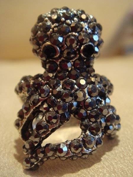 全新從未戴出門過的章魚哥戒指,很閃亮,很活潑喔!低價起標無底價!本商品免運費!