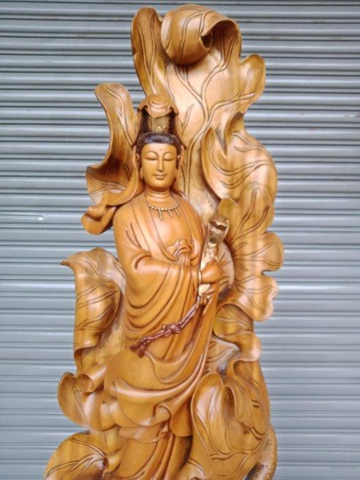 4呎2 荷葉觀音 樟木雕刻 作者巫景豐