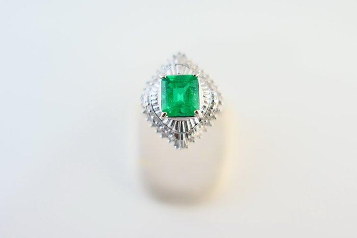 [吉宏精品交流中心]1.46克拉 哥倫比亞 天然祖母綠 天然鑽石 PT900白金台 戒指(附證書)