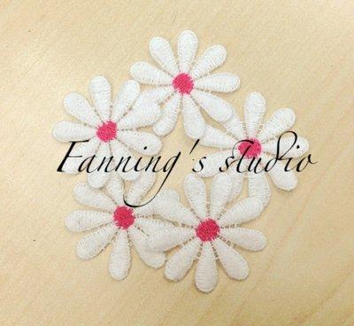 【芬妮卡Fanning服飾材料工坊】推薦款!大波斯菊蕾絲花片 直徑4cm 5片入