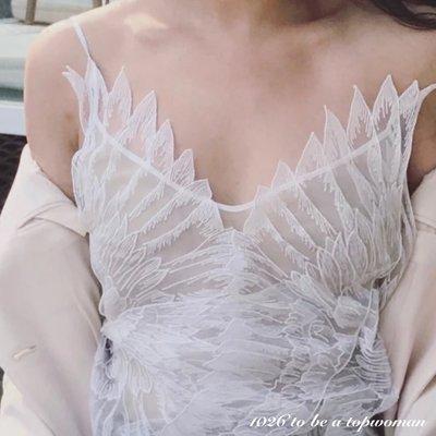 ++1026++歐美性感小女人風 雪紡歐根紗質 合身寬鬆 中長版深V低胸吊帶小可愛 露肩露背 立體羽毛蕾絲細肩帶背心上衣