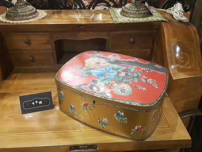 【卡卡頌 歐洲跳蚤市場/歐洲古董】歐洲老件_古典花卉 大 老鐵盒 餅乾盒 糖果盒 小物收納盒 m0516 提供租借✬
