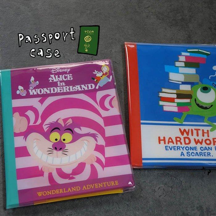 郭公館工作室-日本迪士尼愛麗絲夢遊仙境怪獸電力公司防水護照夾收納包
