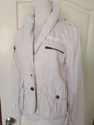 [99go] 日本專櫃 Back Number 類牛仔布 帥氣有腰身款米白色 連帽 外套 M號 越南製