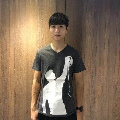 美國百分百【Crooked Monkey】T恤 V領 圖案T 男 短袖 T-shirt 特價 深灰色 S號 D246