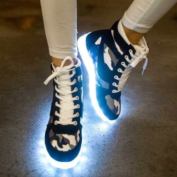 5Cgo【鴿樓】會員有優惠 521056335865 迷彩高幫LED七彩男女情侶款閃發光鞋螢光鞋夜光鞋USB充電燈光