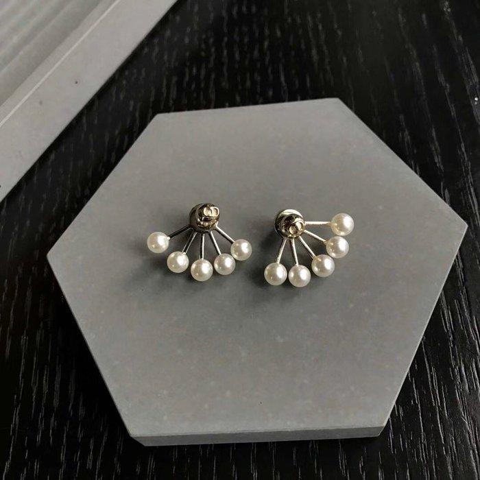 《巴黎拜金女》Dior迪奧扇形cd字母珍珠耳釘