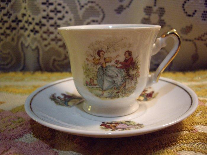 歐洲古物時尚雜貨 小杯盤組 情侶人物圖騰 咖啡花茶杯盤 擺飾品 古董收藏 一組2件