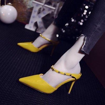 【Sunny私人定制 輕奢女裝】拖鞋女夏時尚外穿2018新款尖頭鉚釘細跟性感高跟鞋女漆皮包頭涼鞋