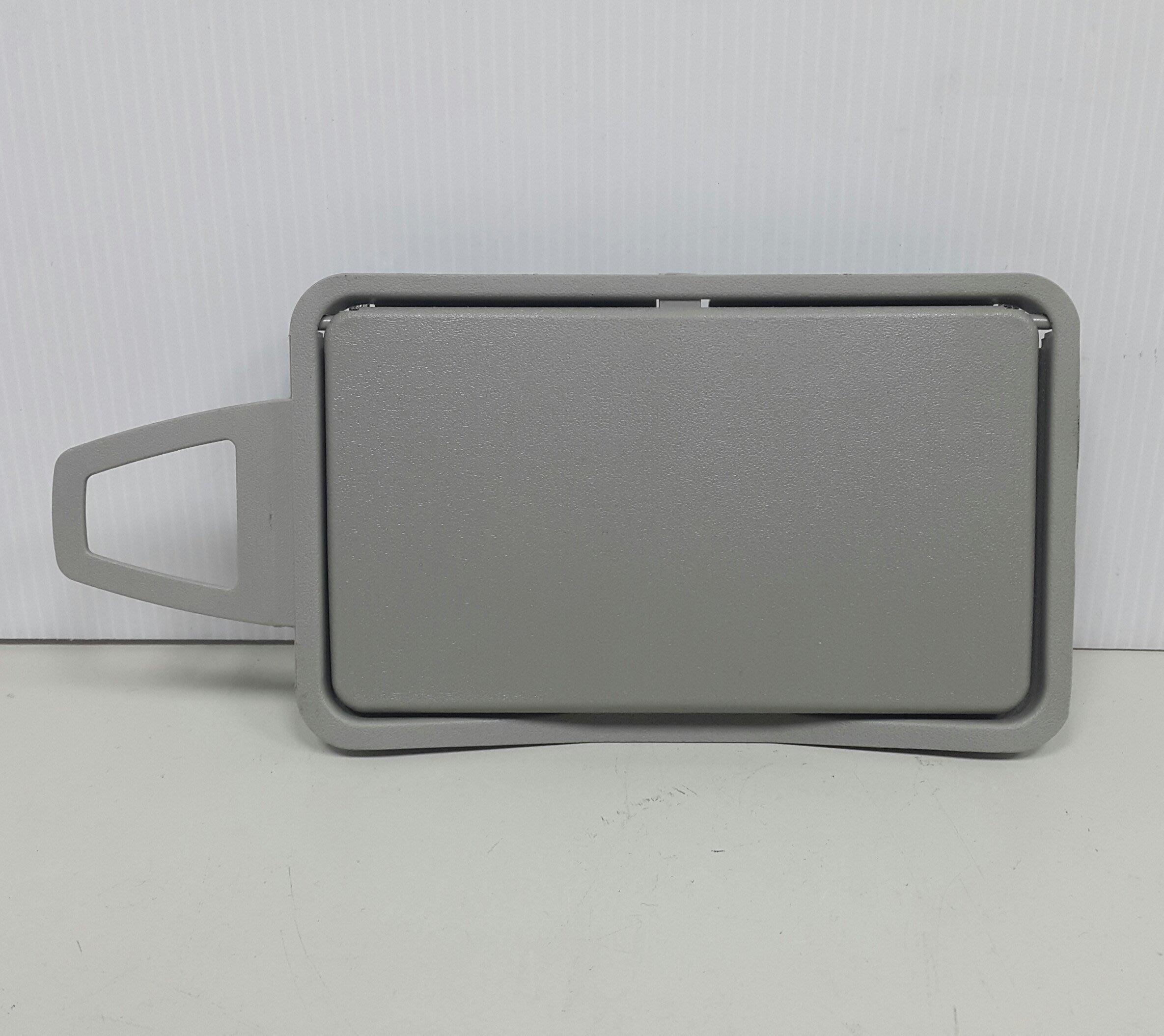 BENZ W211 2003-2008 遮陽板 化妝鏡 (右邊.乘客邊) 2118110010