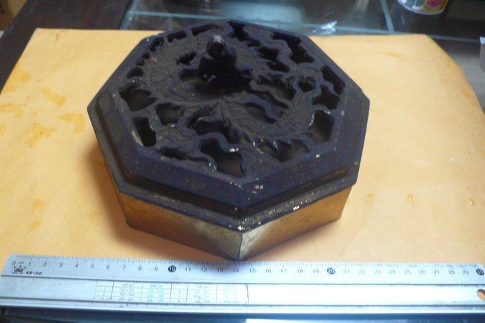 紫色小館89-------八角銅盒