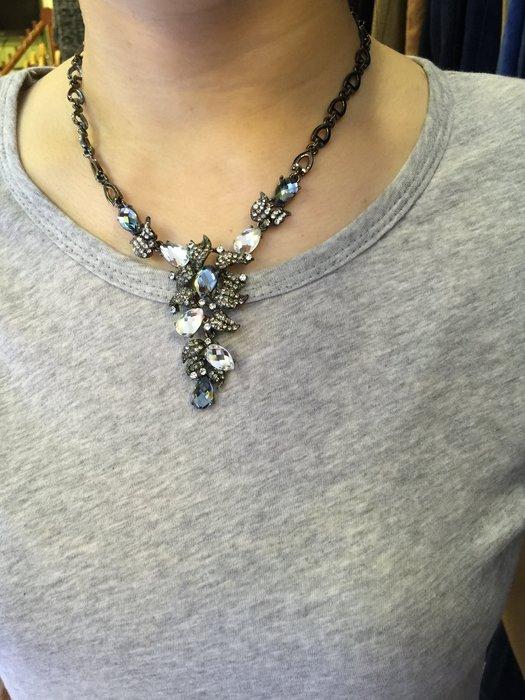 【江南小舖】 正韓-多瓣葉子鑲水晶頸鍊