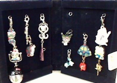 sanrio 日本三麗鷗 HELLO KITTY 吊飾 盒裝珍藏紀念版 (吊飾14+收納盒)7-11