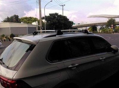 ㊣TIN汽車配件㊣VW 2017-19 Tiguan Skoda Octavia golf 原廠配有直桿較低的VW車系車頂行李架,Previa勾門橫桿,車頂桿
