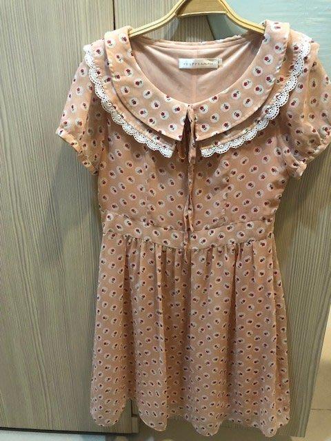 小花別針、專櫃日系品牌【8 happy】粉色可愛蕾絲領短袖洋裝連身裙