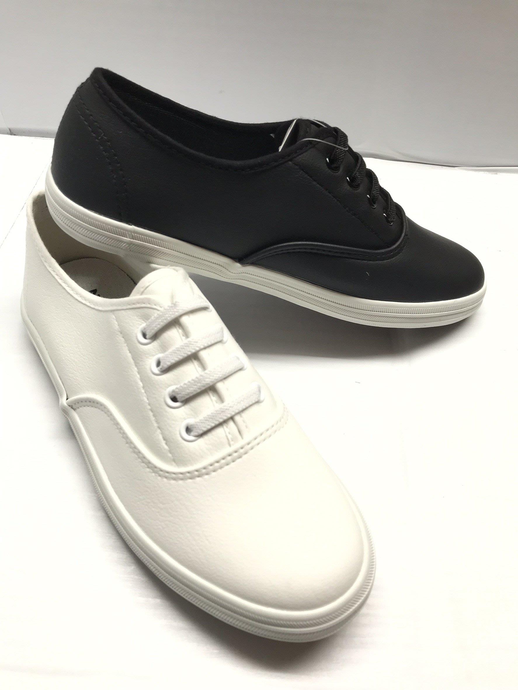 【便宜GO鞋城】范倫鐵諾女鞋/黑白2色/流行鞋款/休閒帆布鞋/出門穿搭款/輕薄好穿/耐磨防滑/台灣製《8511》