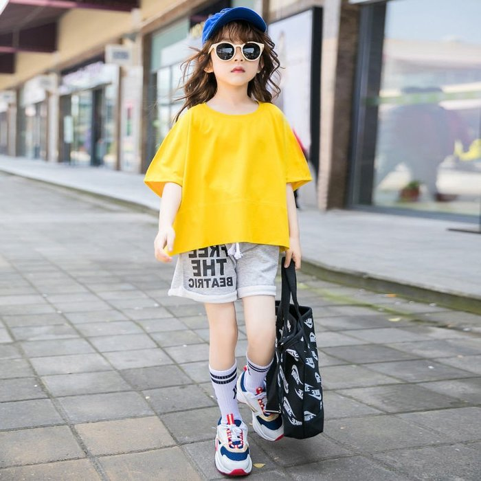 •*~ 辣媽咪衣飾小舖 ~*•❤童裝系列❤K050185韓版大童夏款休閒運動風短袖上衣+短褲二件套