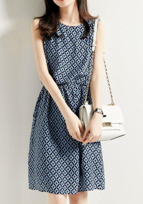 歐單 2020新款 清新藍色調 幾何菱格紋印花 真絲桑蠶絲 側邊綁帶 圓領高腰無袖洋裝 背心裙 (Y873)