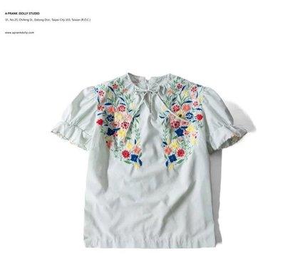 A‧PRANK :DOLLY :: 復古著VINTAGE 湖水綠 精緻手工刺繡花朵公主袖上衣 短袖棉麻衫