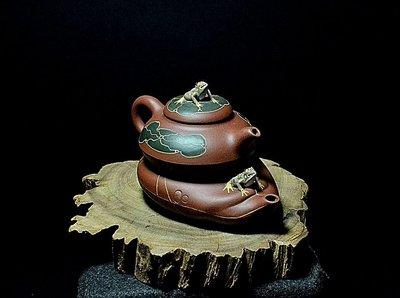 大金壺-早期原礦老紫沙 土胎漂亮 手工細緻   好泡好養 泥繪青蛙 眼睛會動  許彩雲