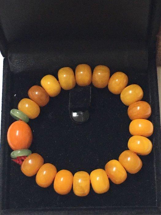。☆全新☆。天然蜜蠟扁圓型手珠手串//品相極美//收藏品釋出便宜出清