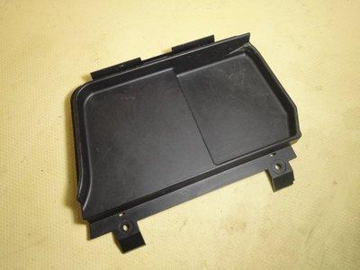 BMW E46 CI 雙門 電瓶 蓋板 (編號:BE950) 8193803