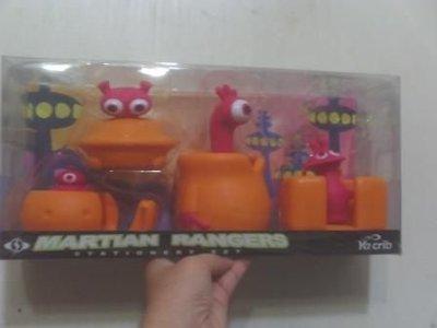 全新Martian rangers人偶文具組(有筆筒,膠台,放便條紙盒,放迴紋針盒)-適合送禮特別歐