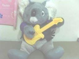 全新會唱歌彈吉他無尾熊(坐30cm)(裝電池會動及唱歌)