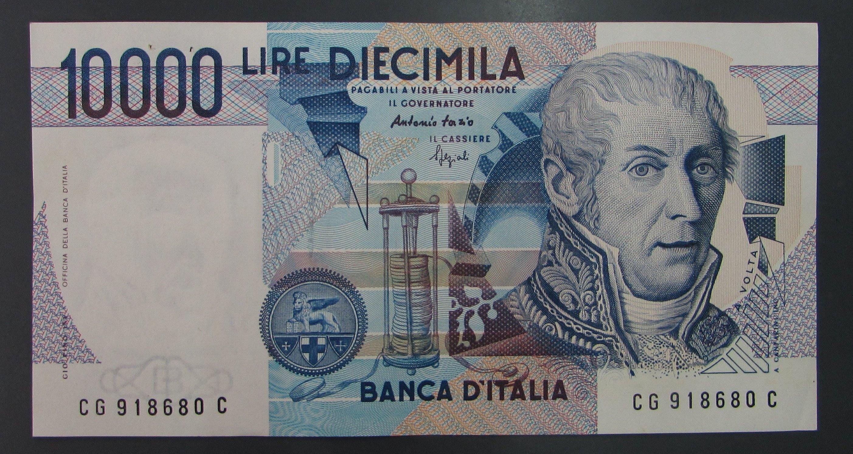 dp3312,義大利 10000 Lire 紙幣,中有摺,約 92%新。