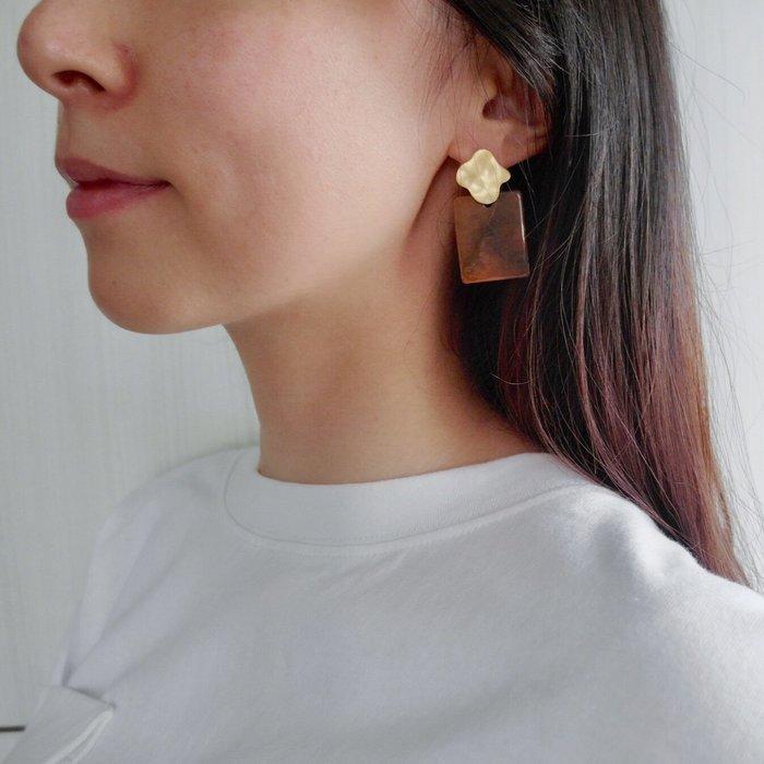 The M 正韓 霧金 藝術 暈染 大理石紋 耳環-兩色-抗過敏 鋼針