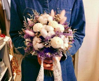 D13。紫白色系棉花乾燥花捧花。拍照捧花。客製新娘捧花。台北自取【Flower&House花藝之家】