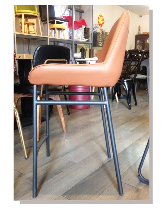 [ 椅子王 ]---貝托 柔軟皮吧椅