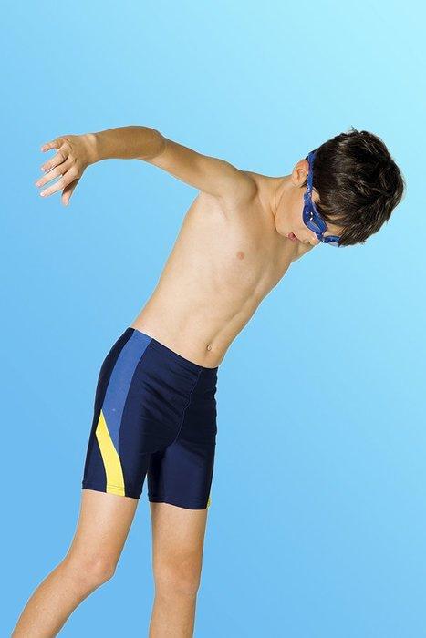 【M8232 】梅林泳裝降價↘特賣~男童藍黃配邊馬褲