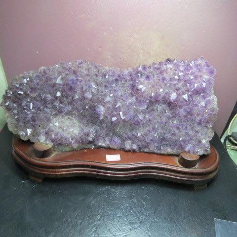 【競標網】巴西天然漂亮3A紫晶片5.08公斤(贈座)(網路特價品、原價5000元)限量一件