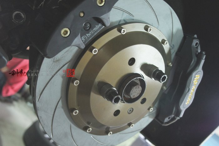 AP RACING CP-7600 四活塞搭配 BREMBO 手煞車系統 針對後無內股車系安裝 歡迎詢問 / 制動改