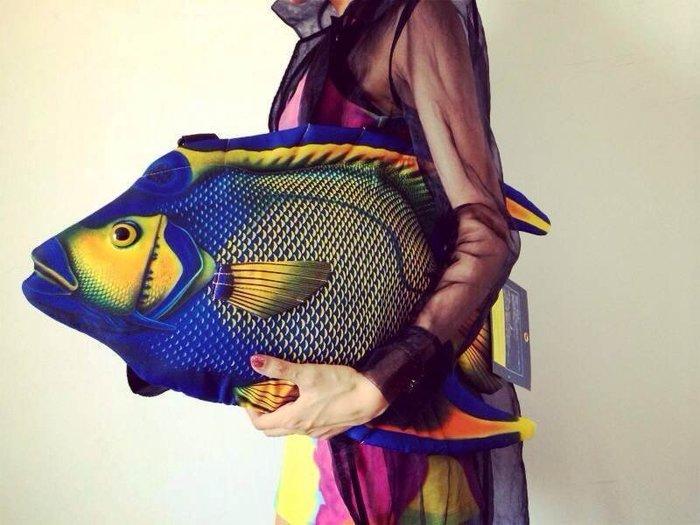 魚出没..日本FiiiiiSH品牌療癒系產品Fish Bag Angel Fish天使魚造型包 酷又有型.超吸睛的喔