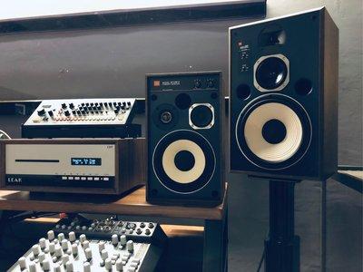 [ 沐耳 ] 英美聯合,時空旅人小隊!LEAK:Stereo 130+JBL:4307 監聽組合(錄/混音/編曲:皆可)