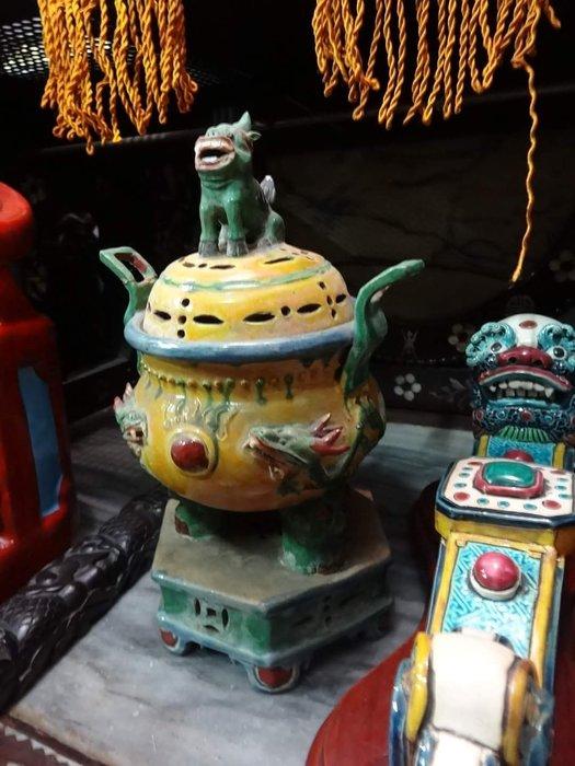 【御寶閣Viboger】古董 文物 藝品 字畫 化石~瓷器香爐 老香爐 老瓷器 黃釉香爐