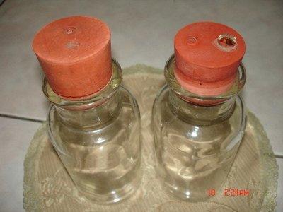 合共二支古早老玻璃藥罐,品相完整~6-70年以上之老品