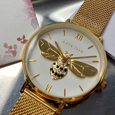 ANTE ISLA法式風情女錶,編號AI00002,32mm金色圓形精鋼錶殼,白色立體蜜蜂款錶面,金色精鋼錶帶款