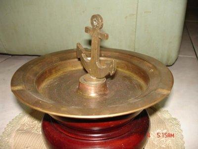 一隻海軍專用的純銅製的煙灰缸(還有標誌)--少