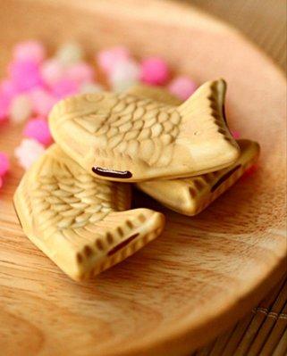 日本陶瓷鯛魚燒.三色丸子筷架~~精美包裝