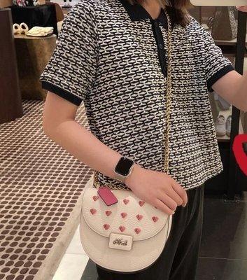 COACH C3922 新款Alie女士馬鞍包 白色包身搭配愛心圖案 單肩斜揹包