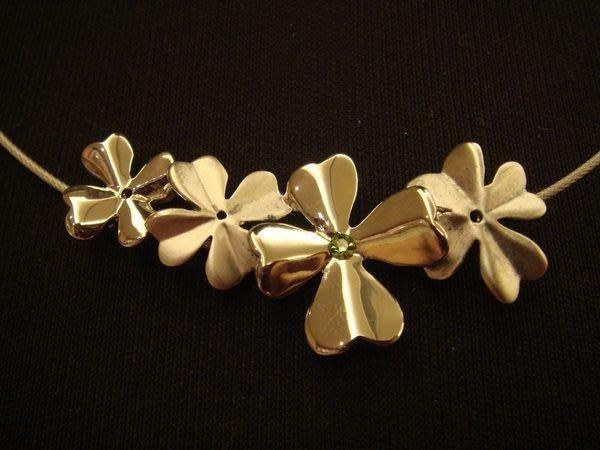 全新從未戴過新加坡  RISIS 幸運草飾品組,含項鍊與手鍊,低價起標無底價!本商品免運費!