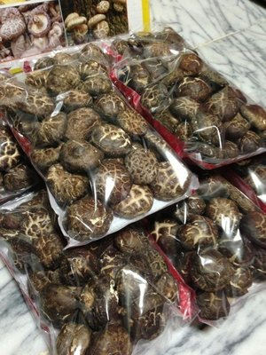 【黃記】韓國~中大朵花菇特A級品 送禮自用兩相宜~好吃在這裏~~