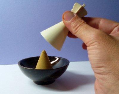 @居士林@寶蓋-金剛法印-香粉末成型器-香錐香塔(白色息災)