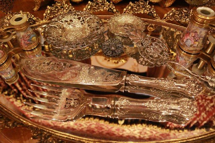 【家與收藏】特價極品稀有珍藏歐洲古董法國19世紀皇家貴族手工精緻鏤空純銀浮雕蛋糕刀叉2件組 2
